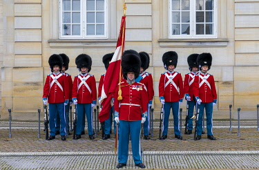 DK01160 Changing of the Guard, Amalienborg Palace, Copenhagen, Denmark