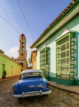 CUB1618AWRF Vintage car on the cobbled street of Trinidad, Sancti Spiritus Province, Cuba