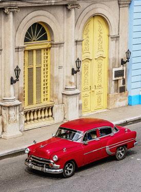 CUB1825AW Vintage car at Libertad Square, elevated view, Matanzas, Matanzas Province, Cuba