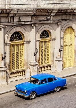 CUB1826AW Vintage car at Libertad Square, elevated view, Matanzas, Matanzas Province, Cuba