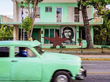 CUB1852AW Che Guevara Portrait in Varadero, Matanzas Province, Cuba