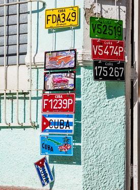 CUB2004AW Colourful Souvenir Plates in Cienfuegos, Cienfuegos Province, Cuba