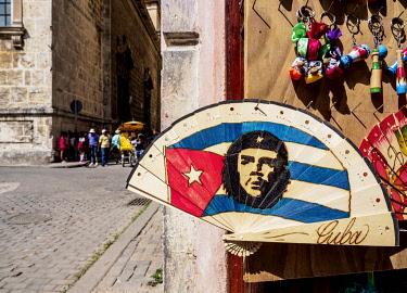 CUB2258AW Hand Fan with Che Guevara, La Habana Vieja, Havana, La Habana Province, Cuba