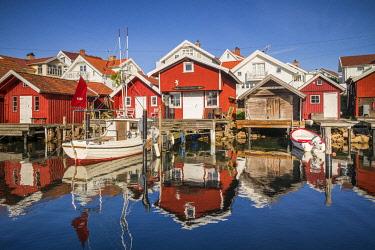 SW03373 Sweden, Bohuslan, Kungshamn, red fishing shacks in the Fisketangen, old fisherman's neighborhood