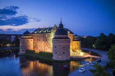 SW03414 Sweden, Narke, Orebro,  Orebro Slottet Castle, dusk, high angle view