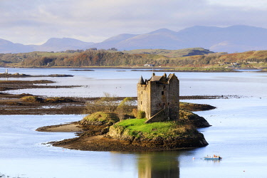 SCO35603AW Scotland, Argyll and Bute, Appin. Castle Stalker and Loch Laich.