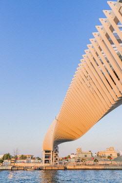 UAE0836AW Twisted Bridge, Dubai Canal, Dubai, United Arab Emirates