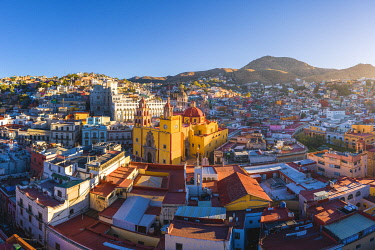MEX1916AW Guanajuato city, Guanajuato state, Mexico. Cityscape and the Basílica Colegiata de Nuestra Senora de Guanajuato.