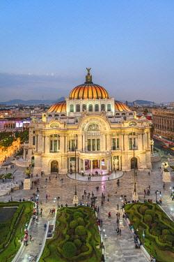 MEX1930AW Ciudad de Mexico (Mexico city), State of Mexico, Mexico. Palacio de Bellas Artes at dusk.