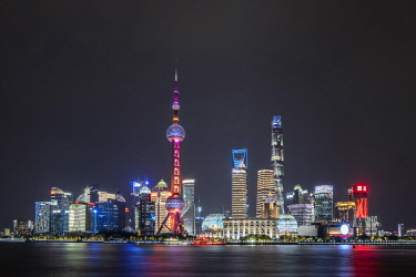 CH12164AW Asia, China, Shanghai municipality, Shanghai city, night time shot, showing the skyline of Pudong, with the world finance tower, the Shanghai tower, the Oriental Pearl Tower and the Huangpu river