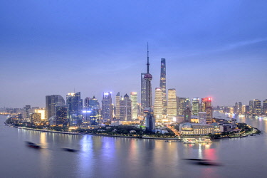 CH12166AW Asia, China, Shanghai municipality, Shanghai city, night time shot, showing the skyline of Pudong, with the world finance tower, the Shanghai tower, the Oriental Pearl Tower and the Huangpu river