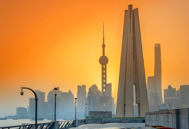 CH12167AW Asia, China, Shanghai municipality, Shanghai city, sunrise shot showing the skyline of Pudong, with the world finance tower, the Shanghai tower, the Oriental Pearl Tower and the Huangpu river