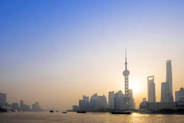 CH12169AW Asia, China, Shanghai municipality, Shanghai city, sunrise shot showing the skyline of Pudong, with the world finance tower, the Shanghai tower, the Oriental Pearl Tower and the Huangpu river