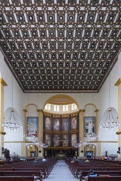ELS0018AW Americas, Central America, El Salvador, San Salvador, the interior of the metropolitan cathedral, where Oscar Romero was archbishop