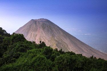 ELS0044AW Americas, Central America, El Salvador, Cerro Verde national park, the cone of the Izalco volcano