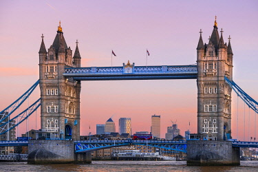 ENG16412AW United Kingdom, England, London, Southwark, Tower Bridge, a 19th-Century bascule bridge by Sir Horace Jones linking the City of London and Southwark