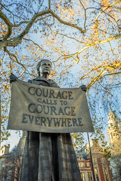 ENG16427AW United Kingdom, England, London, Westminster, 2018 statue of the suffragist Dame Millicent Fawcett by Gillian Wearing in Parliament Square