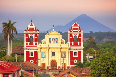 Americas, Central America, Nicaragua, Nicaragua�s second city Leon, founded by the Spanish; view of Calvary church (El Calvario) and the Momotombo volcano