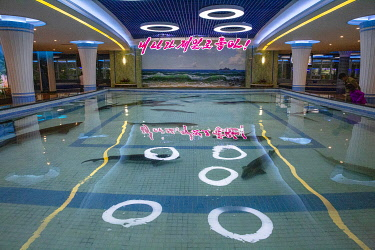NKO0449 North Korea, Pyongyang. The Taedonggang Seafood Restaurant, said to be a favourite of Kim Jong Un, the entrance of which is dominated by a pool filled with giant sturgeon. The slogan above the pool re...