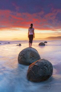NZ9833AW Moeraki Boulders rock formations by the sea at sunrise, Otago, New Zealand