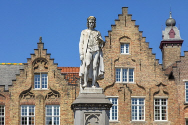 HMS3527788 Belgium, Western Flanders, Bruges, historical centre listed as World Heritage by UNESCO, statue of the Flemish primitive painter Hans Memling