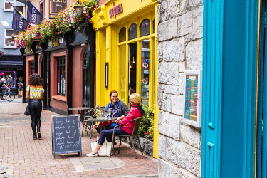 HMS3599399 Ireland, County Galway, Galway, cafe