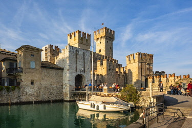 HMS3482152 Italy, Lombardy, Lake Garda, Sirmione, the castle of Rocca Scaligieri built in the 14th century