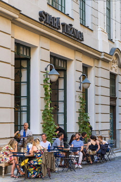 HMS3651795 Slovakia, Bratislava, terrace of a cafe in the main street