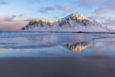HMS3652449 Norway, Nordland County, Lofoten Islands, Flakstad, Beach