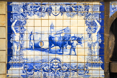 PT04053 Portugal, Madeira, Funchal, 1867 fountain tiles
