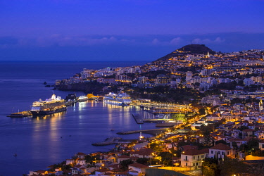 PT04104 Portugal, Madeira, Funchal, View of Funchal  harbour and town
