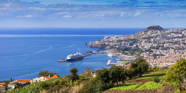 PT04105 Portugal, Madeira, Funchal, View of Funchal  harbour and town