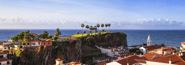 PT04117 Portugal, Madeira, Funchal, View of Camara de Lobos beneath Ilheu gardens