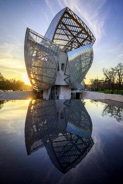 HMS3482554 France, Paris, Bois de Boulogne, the Louis Vuitton Foundation of architect Frank Gehry, the Jardin d'Acclimatation