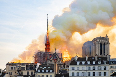 HMS3497888 France, Paris, Ile de la Cite, Notre-Dame Cathedral, the big fire that ravaged the cathedral on April 15, 2019
