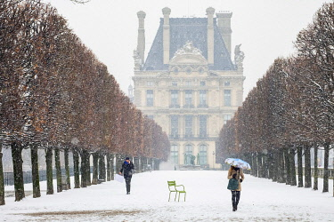 HMS3428829 France, Paris, the Tuileries Garden under the snow