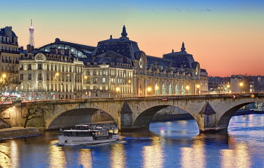 HMS3505527 France, Paris, the banks of the Seine river listed as World Heritage, Royal bridge and the Orsay museum