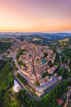 CLKAC122930 Aerial view of Urbino at dusk. Urbino, Marche, Italy, Europe