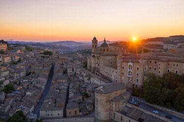 CLKAC122940 Aerial view of Urbino at sunrise. Urbino, Marche, Italy, Europe
