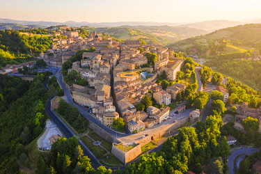 CLKAC122943 Aerial view of Urbino at sunrise. Urbino, Marche, Italy, Europe