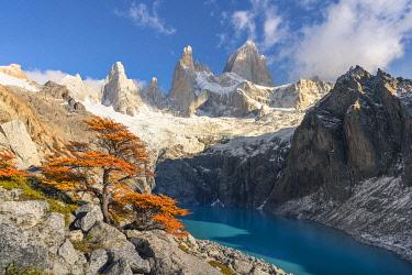 CLKFV118161 Laguna Sucia in autumn, with Fitz Roy in the background. El Chalten, Santa Cruz province, Argentina.