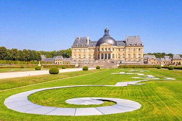 HMS3591142 France, Seine et Marne, Maincy, the castle of Vaux le Vicomte, Ephemeral Ribbons in the gardens are made up of 390 aluminum plates inclined in replacement of sick boxwood torn in the winter of 2019