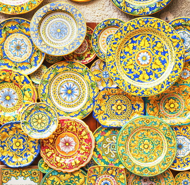ITA15062AW Traditional hand made plates, Erice. Sicily, Italy