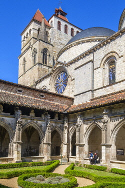 HMS3498404 France, Lot, Quercy, Cahors, cloister of Saint Etienne Cathedral, listed as World Heritage by UNESCO, Lot valley