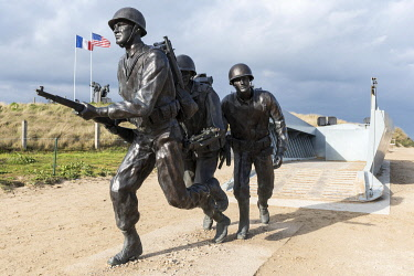 HMS3561145 France, Manche, Cotentin, Utah Beach, statue of American Soldiers landing on the beach