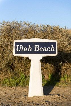 HMS3561146 France, Manche, Cotentin, Utah Beach, sign post