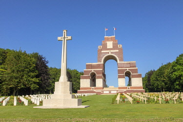 HMS3568981 France, Somme, Thiepval, Franco-British memorial commemorating the Franco-British offensive of the Battle of the Somme in 1916, French graves in the foreground