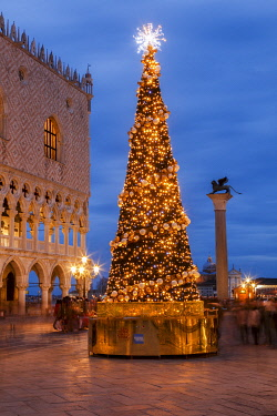 ITA15042AW St Mark's Square, Christmas decorations Venice, Veneto, Italy