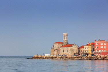 CLKMG121304 Church of St. Klement and the Punta Lighthouse, Piran, Primorska, Istria, Adriatic Coast, Slovenia