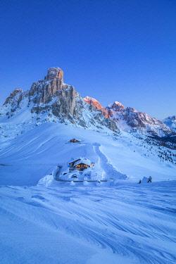CLKMG122643 Winter landscape in Dolomites, Giau pass, Belluno, Veneto, Italy